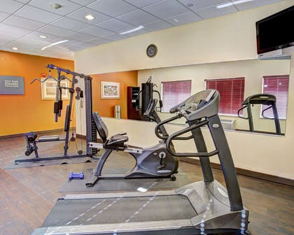 Exercise room | Quality Suites
