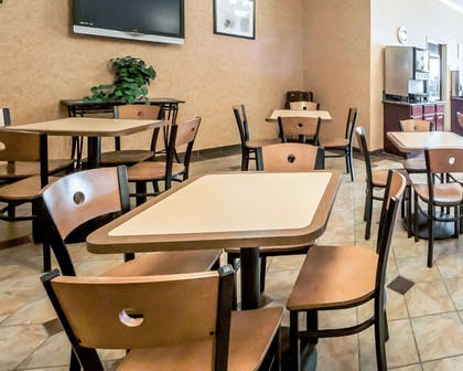 Enjoy breakfast in this seating area | Sleep Inn And Suites Shamrock
