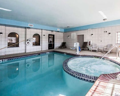 Indoor pool with hot tub | Sleep Inn And Suites Shamrock