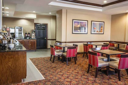 Enjoy breakfast in this seating area | Quality Inn & Suites I-35 E / Walnut Hill