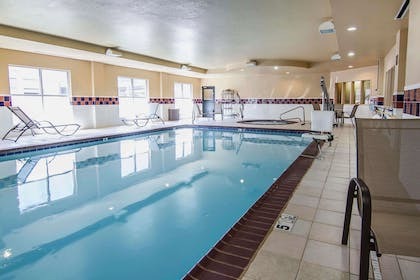 Indoor pool | Quality Inn & Suites I-35 E / Walnut Hill