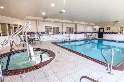 Indoor pool with hot tub | Quality Inn & Suites I-35 E / Walnut Hill