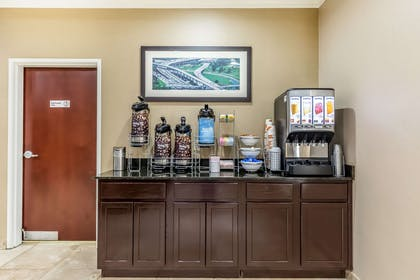 Breakfast area | Comfort Suites Houston IAH Airport - Beltway 8