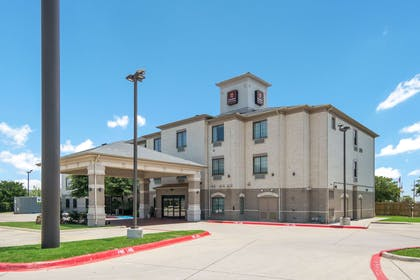 Hotel exterior | Clarion Inn & Suites Weatherford South