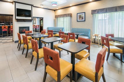 Breakfast area | Clarion Inn & Suites Weatherford South
