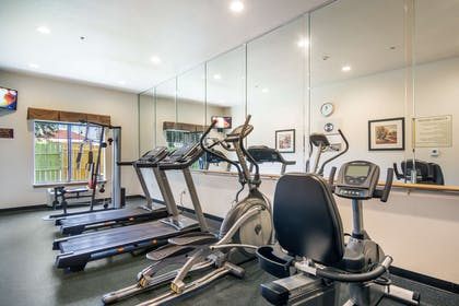 Fitness center | Clarion Inn & Suites Weatherford South