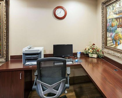 Business center with high-speed Internet access | Comfort Inn and Suites Near Medical Center