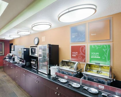 Free continental breakfast | Comfort Inn and Suites Near Medical Center