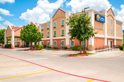 Hotel exterior | Comfort Inn and Suites Near Medical Center