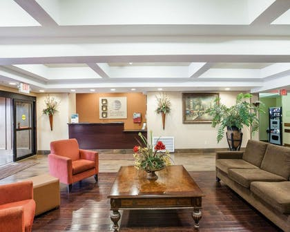 Spacious lobby with sitting area | Comfort Inn and Suites Near Medical Center