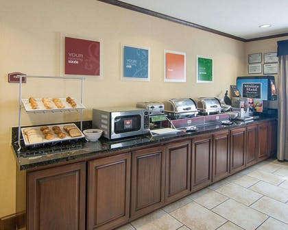 Free full breakfast | Comfort Suites