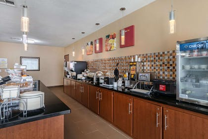 Breakfast area | Comfort Suites Ennis
