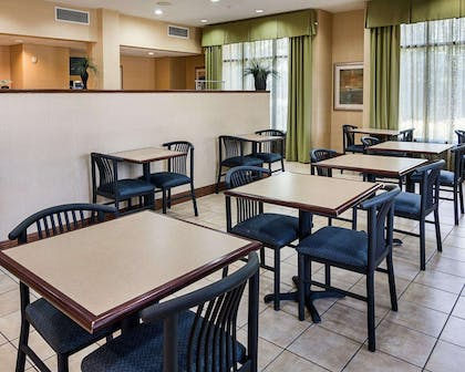 Enjoy breakfast in this seating area   Comfort Suites Nacogdoches
