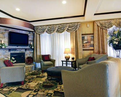 Lobby with flat screen tv | Comfort Suites Fort Stockton