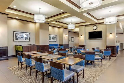 Enjoy breakfast in this seating area | Comfort Suites Frisco