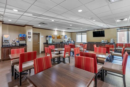 Enjoy breakfast in this seating area   Comfort Suites Plano East - Richardson
