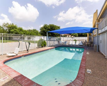 Outdoor pool | Econo Lodge Inn & Suites Downtown Northeast