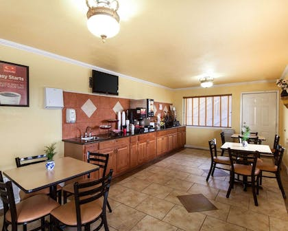 Free deluxe continental breakfast | Econo Lodge Inn & Suites Downtown Northeast