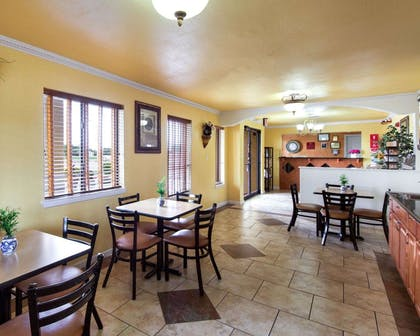 Enjoy breakfast in this seating area | Econo Lodge Inn & Suites Downtown Northeast
