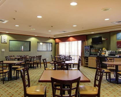 Spacious breakfast area | Comfort Suites El Paso West