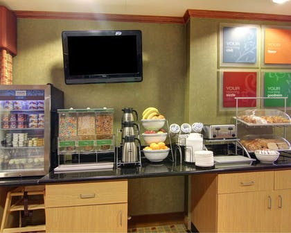 Enjoy breakfast in this spacious area | Comfort Suites El Paso West