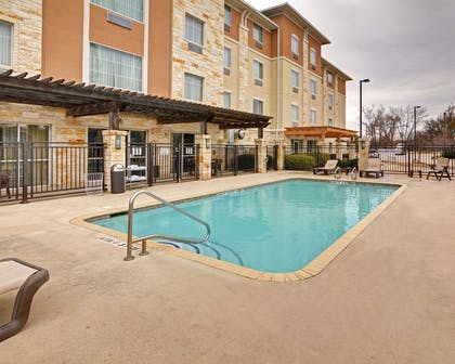 Outdoor pool with sundeck | Comfort Suites Arlington - Entertainment District