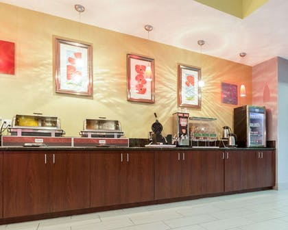 Free breakfast | Comfort Suites Greenville