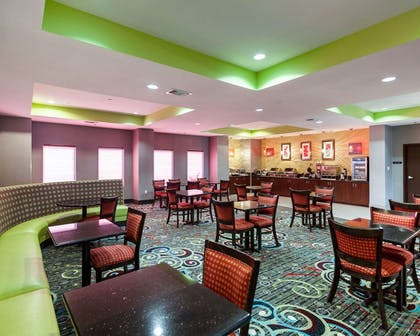 Enjoy breakfast in this seating area   Comfort Suites Greenville
