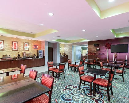 Breakfast area | Comfort Suites Greenville