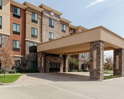 Hotel entrance | Comfort Suites Greenville