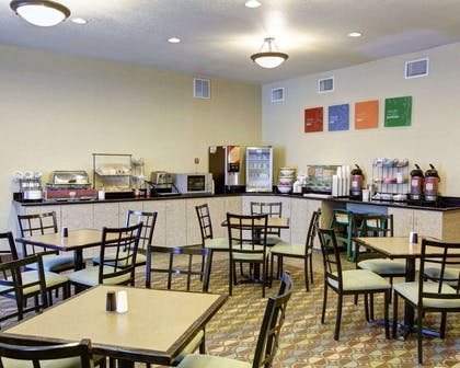 Enjoy breakfast in this seating area | Comfort Inn & Suites Selma near Randolph AFB
