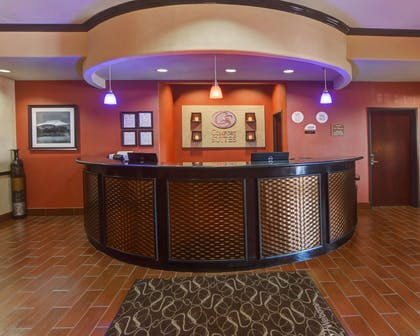 Front desk with friendly staff | Comfort Suites At Lake Worth