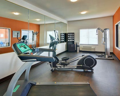 Exercise room | Comfort Suites At Lake Worth