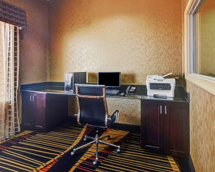 Business center | Comfort Suites At Lake Worth