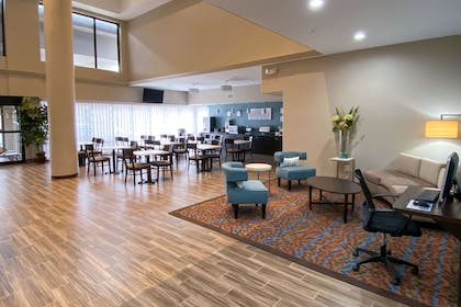 Lobby with sitting area | Sleep Inn And Suites Pearland - Houston South