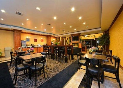 Enjoy breakfast in this seating area | Comfort Suites Bay City