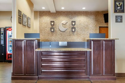 Front desk | Comfort Inn & Suites Lakeside