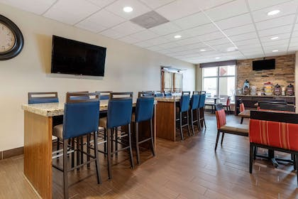 Breakfast area | Comfort Inn & Suites Lakeside