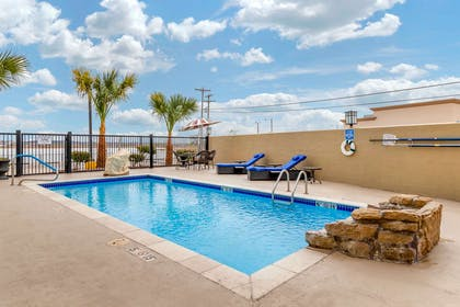Outdoor pool | Comfort Inn & Suites Lakeside