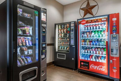 Hotel vending area | Comfort Inn & Suites Lakeside