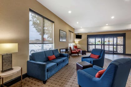 Lobby with sitting area | Comfort Suites West Dallas - Cockrell Hill