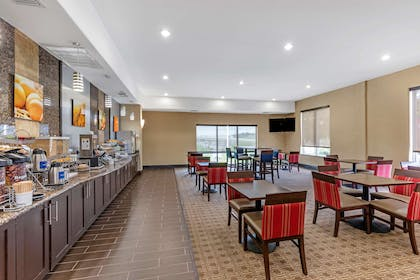 Breakfast area | Comfort Suites West Dallas - Cockrell Hill