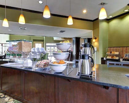 Free hot breakfast | Comfort Suites Waxahachie - Dallas