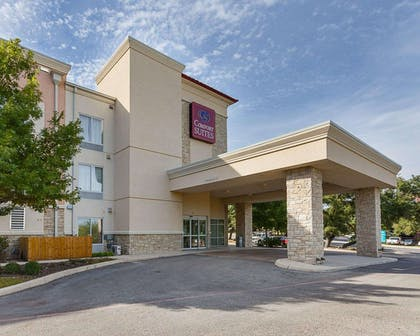 Hotel near popular attractions | Comfort Suites Medical Center near Six Flags