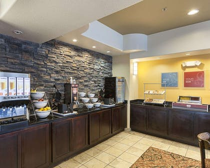 Breakfast counter | Comfort Suites Medical Center near Six Flags