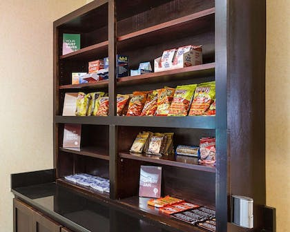 Hotel marketplace | Comfort Suites Medical Center near Six Flags