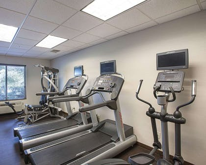 Exercise room | Comfort Suites Medical Center near Six Flags