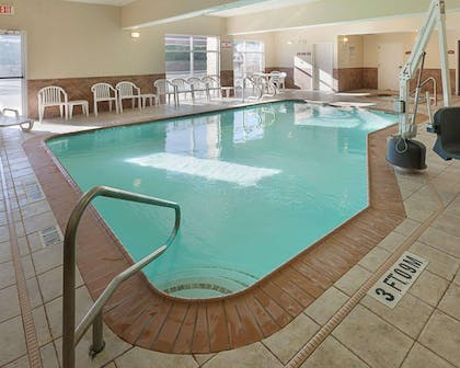 Indoor pool | Comfort Suites Medical Center near Six Flags