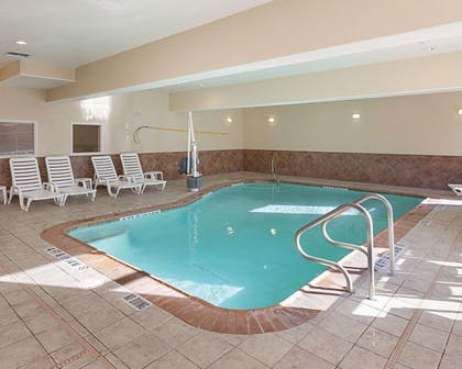 Indoor heated pool with hot tub | Comfort Suites Medical Center near Six Flags