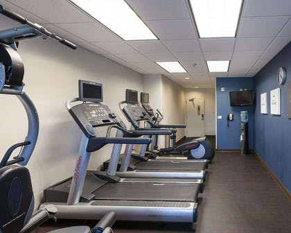 Fitness center | Comfort Suites Medical Center near Six Flags